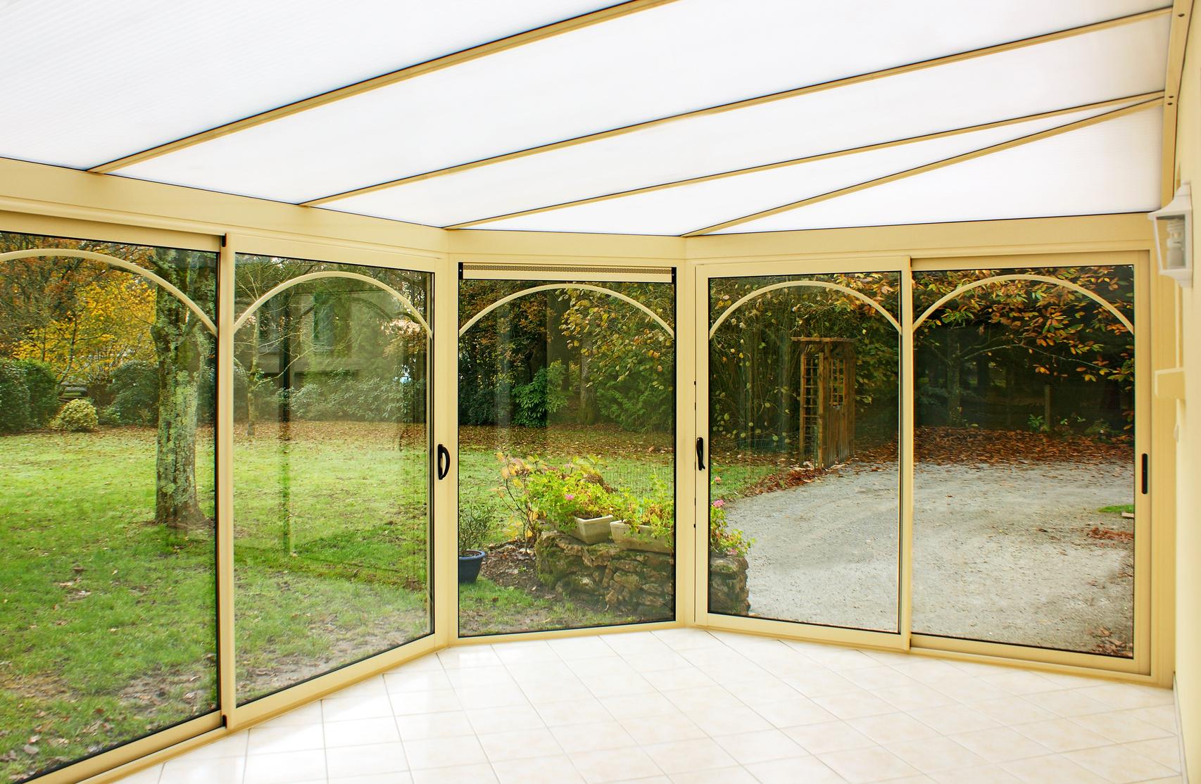 Toiture polycarbonate avantages prix devis ce qu 39 il faut savoir for Prix moyen renovation toiture