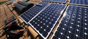Tuiles photovoltaïques toit.
