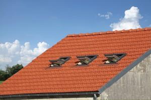 co t de pose d une fen tre de toit velux. Black Bedroom Furniture Sets. Home Design Ideas