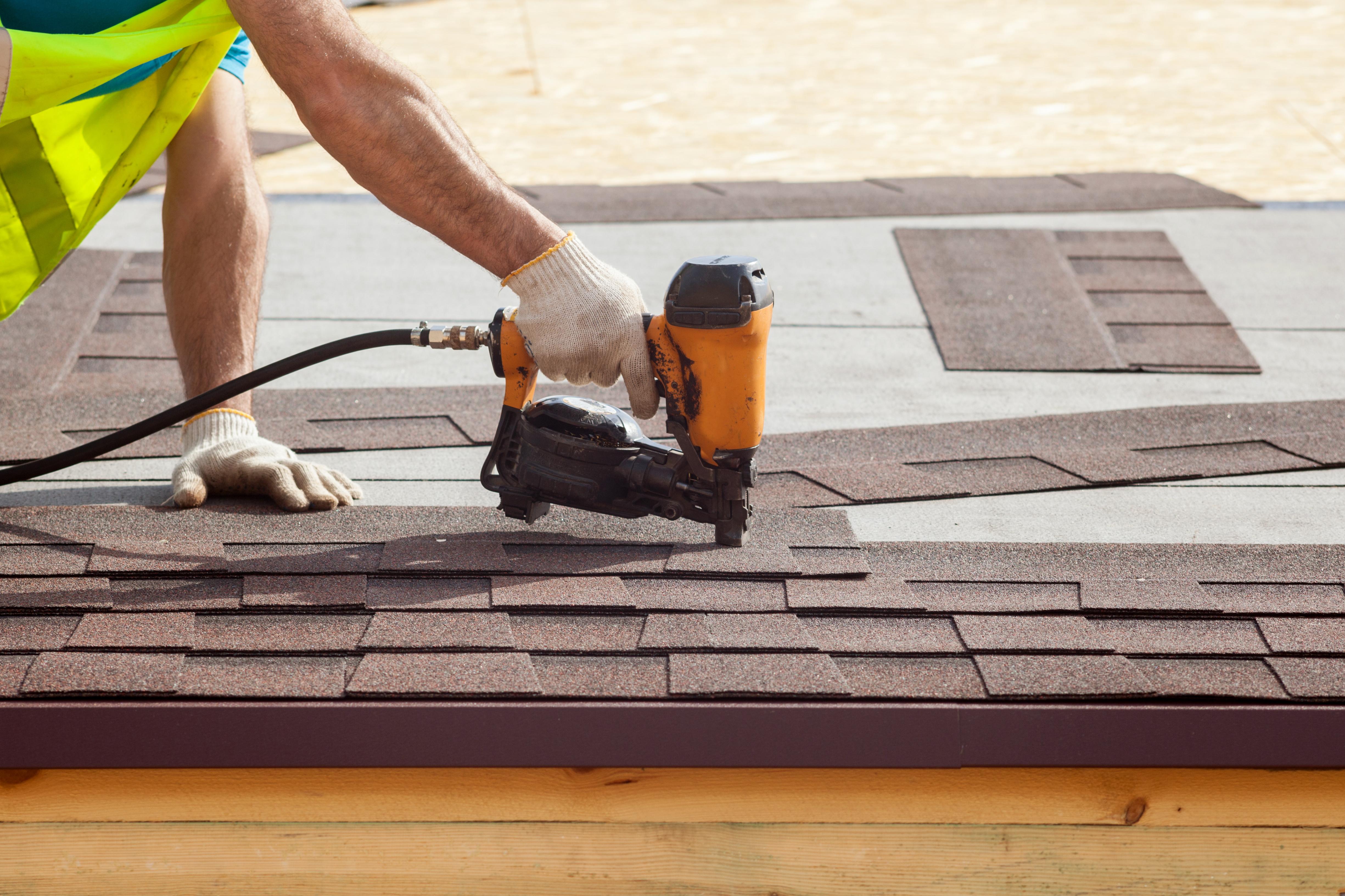 Comment Poser Des Ardoises pose d'une toiture shingle : les étapes