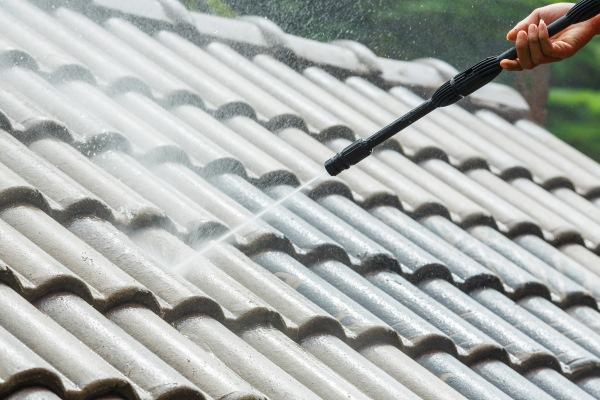 Quel est le prix de nettoyage d'une toiture au m²