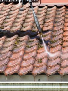 Réaliser le nettoyage d'une toiture